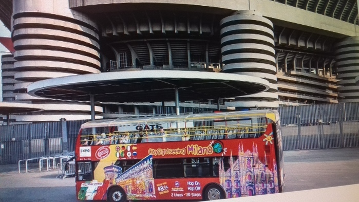 san siro red bus